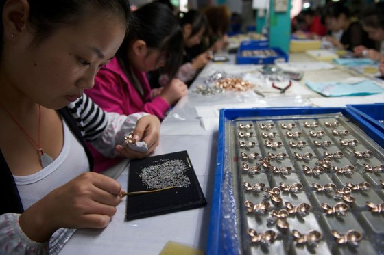 Heavy Debt Humbles China's Business Champions, Including the Jewelry Queen ảnh 1