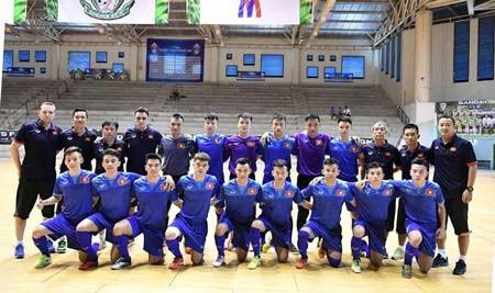 Đội U20 futsal Việt Nam sẵg xung trận. Ảnh: Quang Thắng