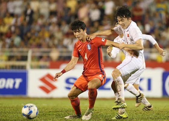 Trận đấu với U22 Hàn Quốc vừa qua chỉ ra nhiều vấn đề sai sót của đội hình HLV Hữu Thắng.  Ảnh: Dũng Phương