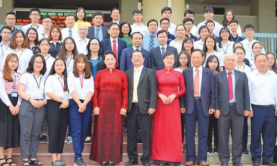 Chủ tịch Quốc hội Nguyễn Thị Kim Ngân: Trường đại học có trách nhiệm đóng góp hoàn chỉnh hệ thống quản lý nhà nước ảnh 1