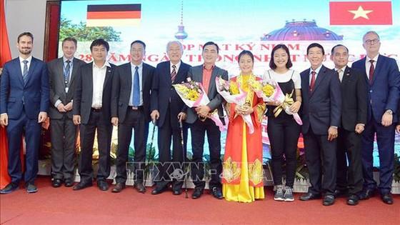 Hội Hữu nghị Việt - Đức TPHCM: Kỷ niệm 28 năm ngày thống nhất nước Đức ảnh 2