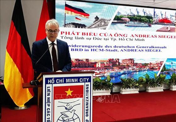 Hội Hữu nghị Việt - Đức TPHCM: Kỷ niệm 28 năm ngày thống nhất nước Đức ảnh 1