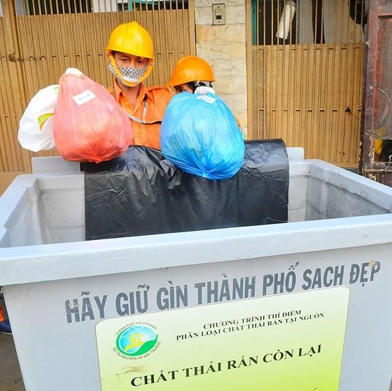 Người dân lúng túng phân loại rác tại nguồn ảnh 1
