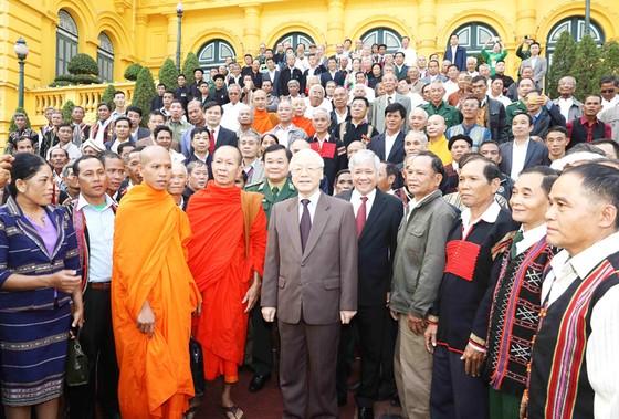 Tổng Bí thư, Chủ tịch nước Nguyễn Phú Trọng gặp mặt các già làng, trưởng bản tiêu biểu ảnh 1