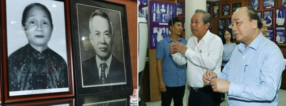 Dâng hương tưởng nhớ các đồng chí nguyên lãnh đạo Đảng, Nhà nước và Chính phủ đã từ trần ảnh 2