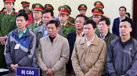 Vụ án tai biến chạy thận ở Hòa Bình: Không dừng xử dù luật sư tuyên bố có chứng cứ mới ảnh 1