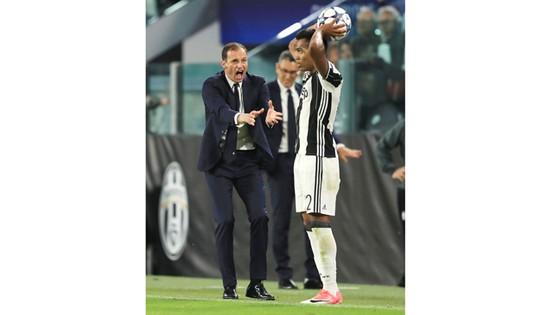 Massimiliano Allegri luôn thúc giục học trò chơi hết mình.