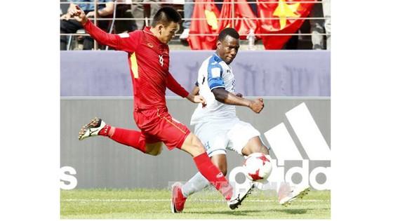 U20 Việt Nam (áo đỏ) trong trận đấu với U20 Honduras. Ảnh: TTX