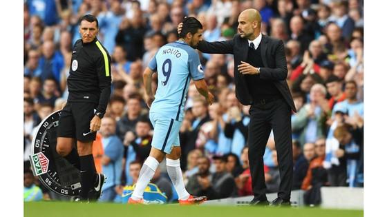 Nolito (trái) không thực sự cảm thấy an toàn với vị trí của mình tại Man.City.