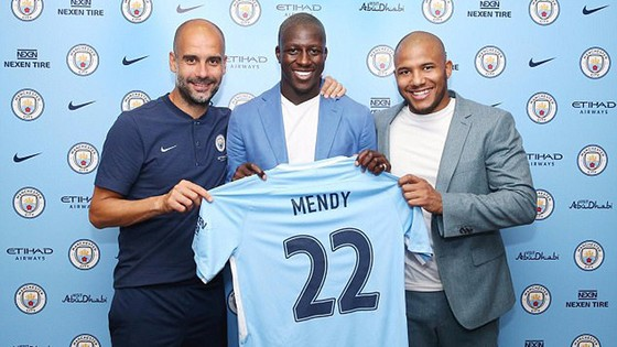 Benjamin Mendy đã lập kỷ mục mới đối với một hậu vệ khi ra mắt tại Man.City.  