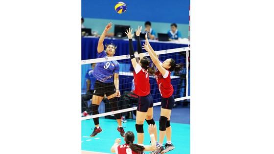 Manganang (9) là mũi tấn công nguy hiểm nhất của đội tuyển nữ Indonesia. Ảnh: Nhật Anh