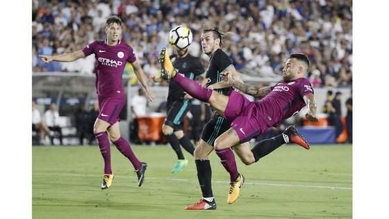 Bale (giữa) và Real Madrid có trận đấu rất kém trước Man City.
