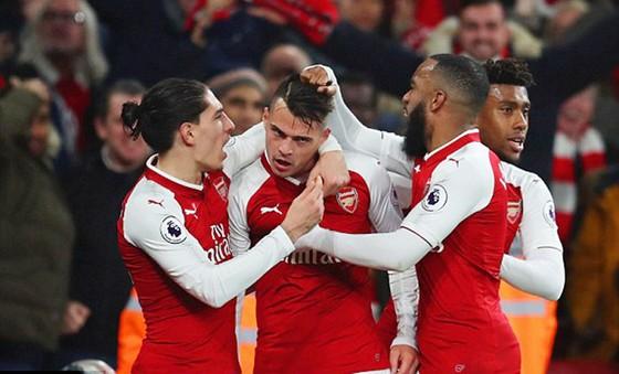Arsenal và Liverpool chia điểm trong trận cầu kịch tính ảnh 2