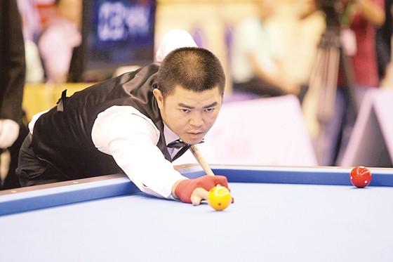 Cơ thủ Nguyễn Quốc Nguyện miệt mài tập luyện trong những ngày tết. Ảnh: TUẤN AN