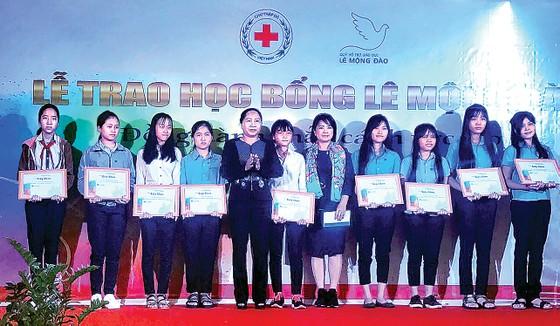 Quỹ Hỗ trợ giáo dục Lê Mộng Đào tiếp tục đồng hành cùng các SV-HS tại 5 tỉnh thành ảnh 1
