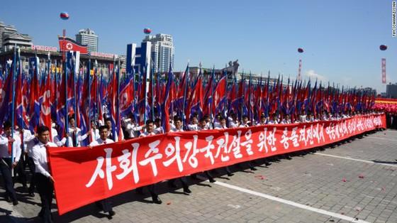 CHDCND Triều Tiên diễu binh không có tên lửa tầm xa mừng 70 năm Quốc khánh ảnh 8