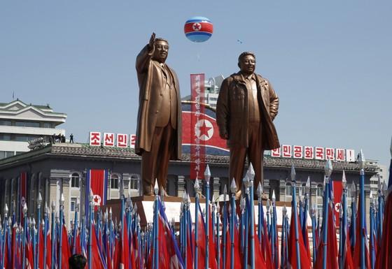 CHDCND Triều Tiên diễu binh không có tên lửa tầm xa mừng 70 năm Quốc khánh ảnh 1