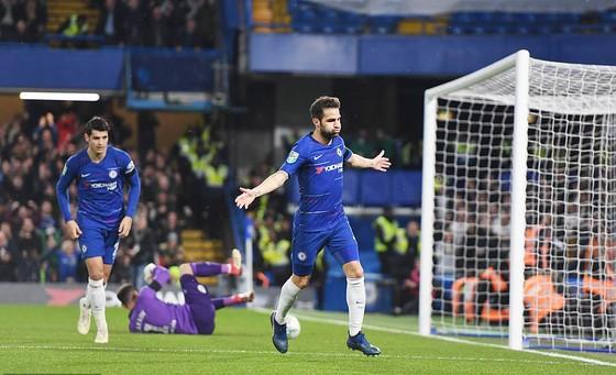 Fabregas vui mừng sau khi ghi bàn ấn định chiến thắng 3-2 cho Chelsea.