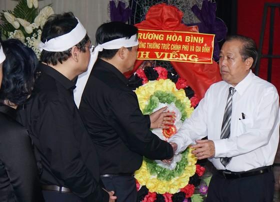 Nhiều đoàn đến viếng đồng chí Nguyễn Thị Vân        ảnh 1