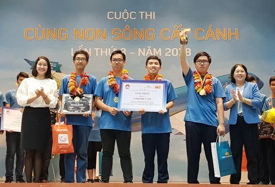 """Trường THPT Chuyên Lê Hồng Phong giành giải nhất cuộc thi """"Cùng non sông cất cánh"""". ảnh 1"""