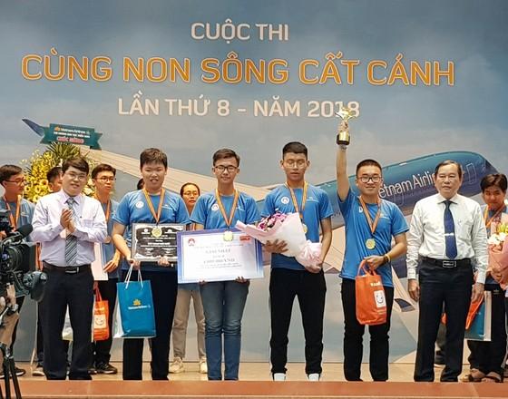 """Trường THPT Chuyên Lê Hồng Phong giành giải nhất cuộc thi """"Cùng non sông cất cánh"""". ảnh 2"""