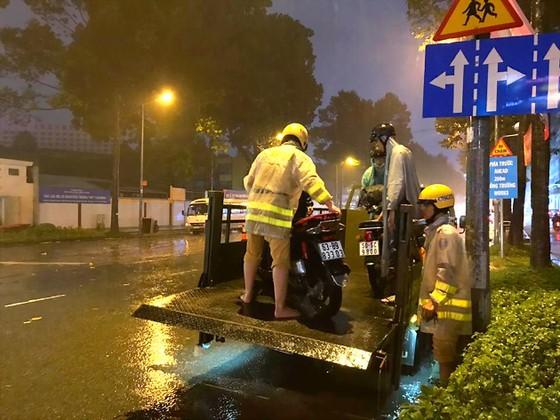 TPHCM nỗ lực khắc phục hậu quả sau bão ảnh 1