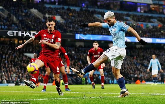 Thắng đại kình địch Liverpool 2 - 1, Manchester City trở lại vị trí nhì bảng ảnh 1