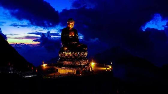 Khai hội xuân mở cổng trời Fansipan, du khách nô nức về chiêm bái xá lợi Phật trên đỉnh thiêng ảnh 6