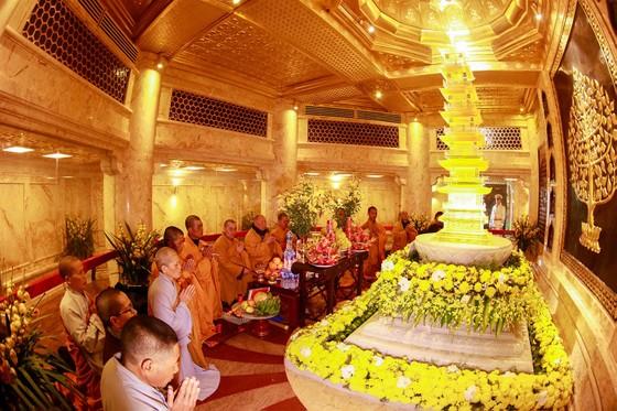 Khai hội xuân mở cổng trời Fansipan, du khách nô nức về chiêm bái xá lợi Phật trên đỉnh thiêng ảnh 7