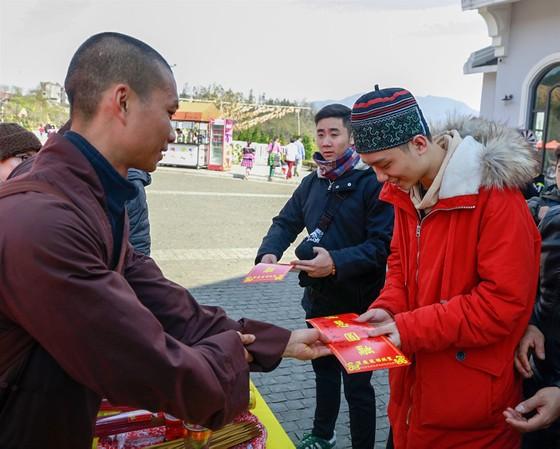 Khai hội xuân mở cổng trời Fansipan, du khách nô nức về chiêm bái xá lợi Phật trên đỉnh thiêng ảnh 8
