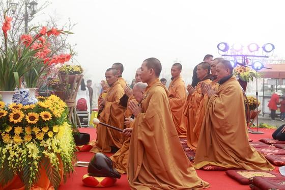Khai hội xuân mở cổng trời Fansipan, du khách nô nức về chiêm bái xá lợi Phật trên đỉnh thiêng ảnh 2