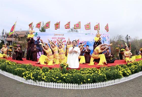 Khai hội xuân mở cổng trời Fansipan, du khách nô nức về chiêm bái xá lợi Phật trên đỉnh thiêng ảnh 4