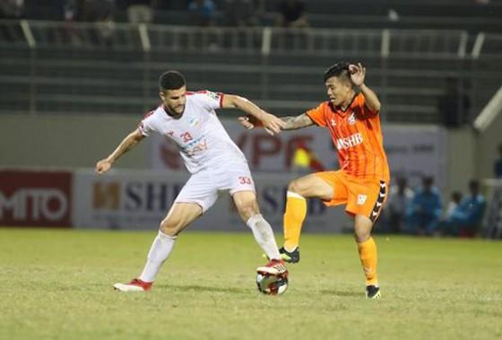 SHB Đà Nẵng (phải) trong trận thắng Viettel 3 - 1. Ảnh: VPF