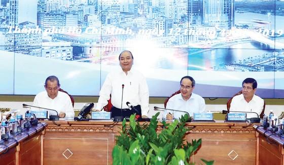 Thủ tướng Chính phủ Nguyễn Xuân Phúc: TPHCM phải đi trước, đi đầu thực hiện cách mạng công nghiệp 4.0 ảnh 1