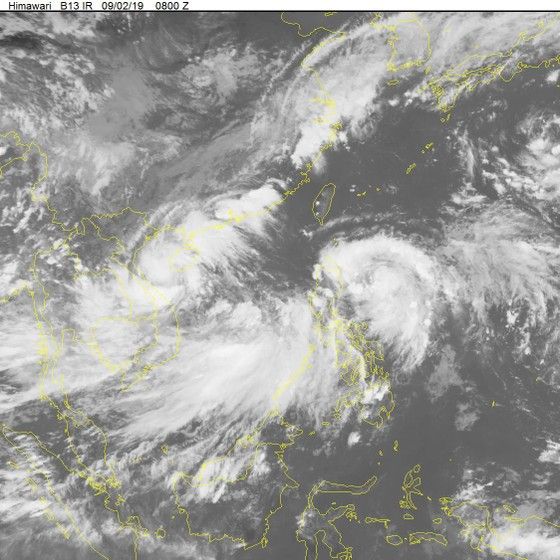 Áp thấp nhiệt đới gần bờ đang diễn biến phức tạp ảnh 1