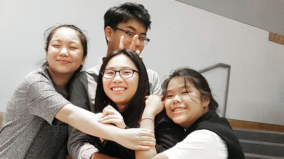 Ngôi trường tốt nhất Thế giới và chiếc băng bịt mắt của học sinh Việt Nam ảnh 1