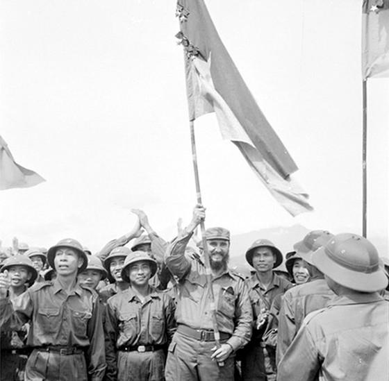 Chủ tịch Fidel Castro tại tuyến lửa Quảng Trị ảnh 1