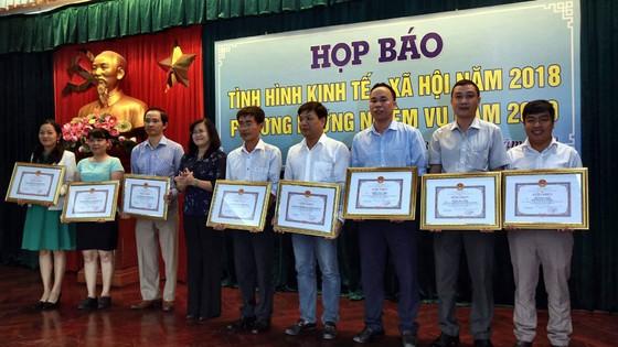 UBND tỉnh Đồng Nai tặng bằng khen Văn phòng đại diện khu vực Đông Nam bộ Báo SGGP ảnh 1