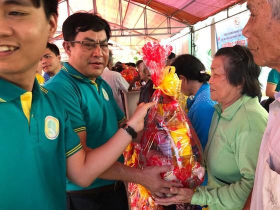 Đoàn bác sĩ thiện nguyện về với bà con nghèo xã Ninh Thượng ảnh 1