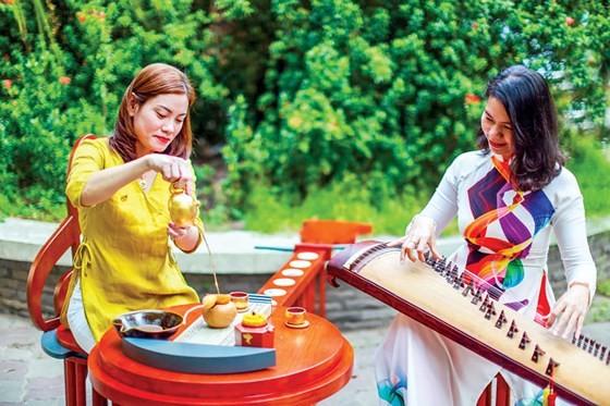Thưởng trà ngày Xuân ảnh 1