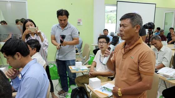 Người dân trực tiếp kiểm tra việc tán mùi hôi trong Khu liên hợp xử lý chất thải rắn Đa Phước ảnh 3