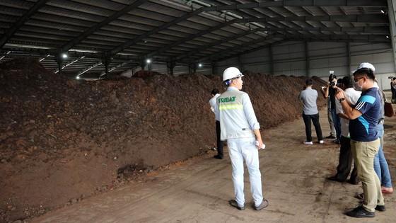 Người dân trực tiếp kiểm tra việc tán mùi hôi trong Khu liên hợp xử lý chất thải rắn Đa Phước ảnh 8