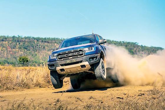 Ford Việt Nam thể hiện sức mạnh và di sản về thiết kế các dòng xe bán tải, đa dụng, ra mắt Ranger Raptor ảnh 2