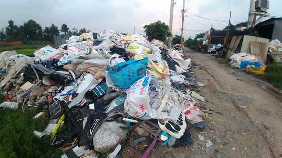 Báo động ô nhiễm môi trường từ rác thải công nghiệp ảnh 1