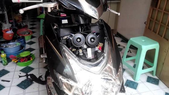 Độ còi và đèn xe máy gây mất an toàn giao thông ảnh 1
