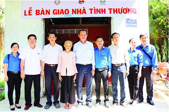 Công ty XSKT Đồng Tháp và Công ty XSKT Bến Tre tài trợ nhà tình thương cho gia đình khó khăn ảnh 2