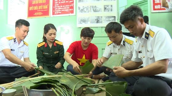 Đoàn công tác Vùng 2 Hải quân kết thúc chuyến thăm, tặng quà tết tại thềm lục địa phía Nam ảnh 3