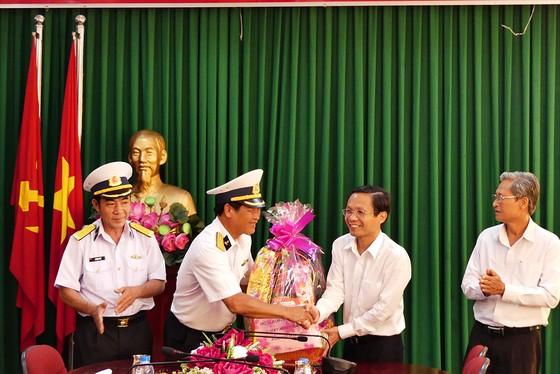 Đoàn công tác Vùng 2 Hải quân kết thúc chuyến thăm, tặng quà tết tại thềm lục địa phía Nam ảnh 5