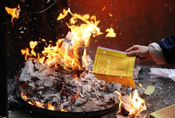 Cảnh giác cháy nổ nơi thờ tự ảnh 2