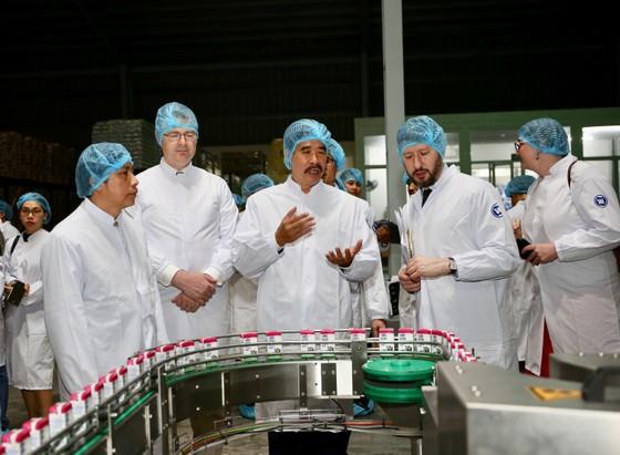Đại sứ Mỹ thăm Nhà máy Sữa Vinamilk ảnh 1